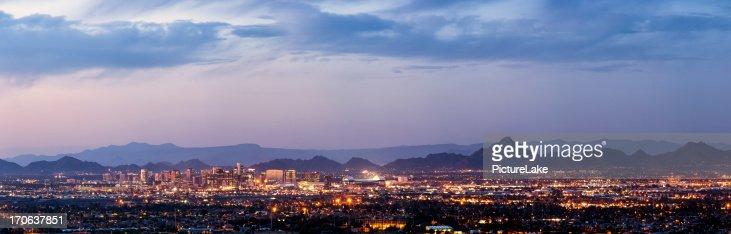 panorama de Phoenix et Scottsdale au crépuscule