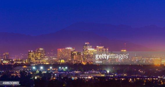Vue panoramique sur la ville de Phoenix, en Arizona, Ville de gratte-ciel de nuit tombée, copyspace
