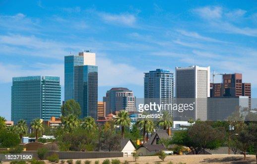 Panorama du centre-ville de Phoenix et de palmiers