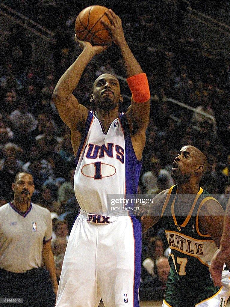 Phoenix Suns Anfernee Hardaway C shoots for two