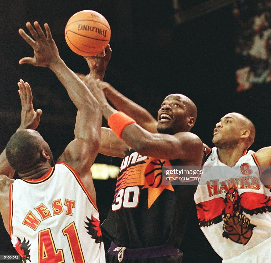 Phoenix Suns Cliff Robinson C is closely guarded