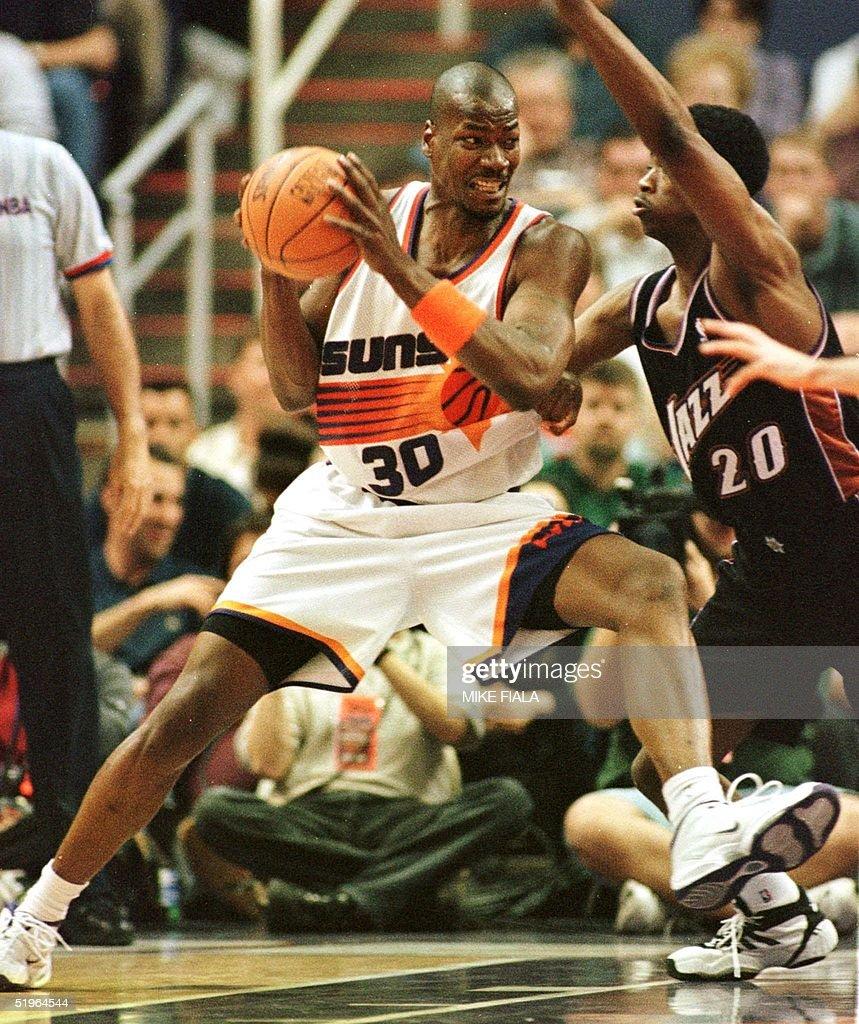 Phoenix Suns forward Clifford Robinson L drives