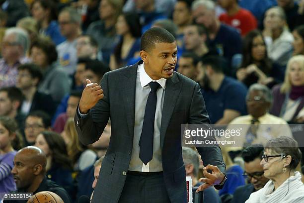 Phoenix Suns Head Coach Earl Watson talks to his bench during the game against the Golden State Warriors at ORACLE Arena on March 12 2016 in Oakland...