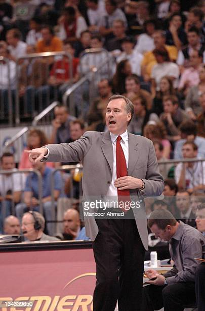 Phoenix Suns head coach Mike D'Antoni makes a point during the NBA Europe Live Tour presented by EA Sports on October 11 2006 at the Kölnarena in...