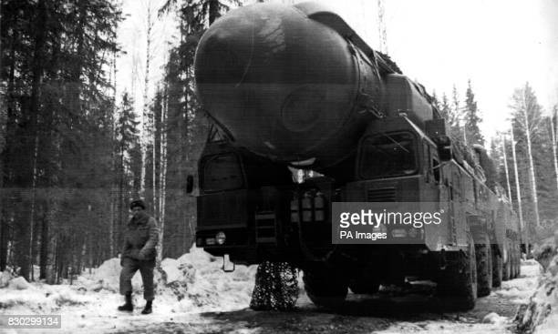 PA Photo 13/4/94 A Russian 'Topol' nuclear strategic missile on a combat exercise at the Myrny proving grounds in the Arkhangelsk region of Russia