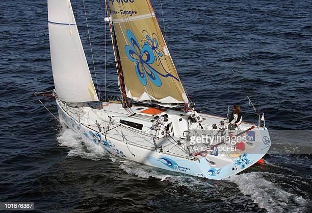 Photo aérienne datée du 23 octobre 2007 du monocoque de 40 pieds 'Deep Blue' skippé par les Français Florence Arthaud et Luc Poupon durant une sortie...