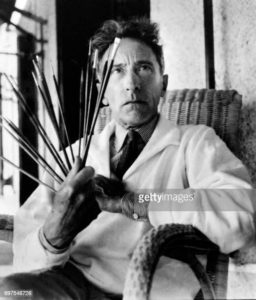 Photo d'archives non datée du romancier homme de théâtre et de cinéma peintre et dessinateur Jean Cocteau Cocteau vécut du 5 juillet 1889 au 11...