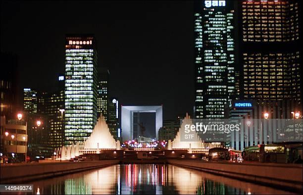 photo datée du 16 janvier 1992 du quartier d'affaires de La Défense à Paris avec au centre la Grande Arche conçue par l'architecte danois Otto Van...