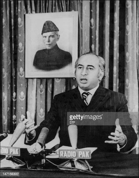 Photo datée du 20 décembre 1971 de Zulfikar Ali Bhutto alors Premier ministre du Pakistan s'adressant à la nation lors d'un message télévisé Zulfikar...