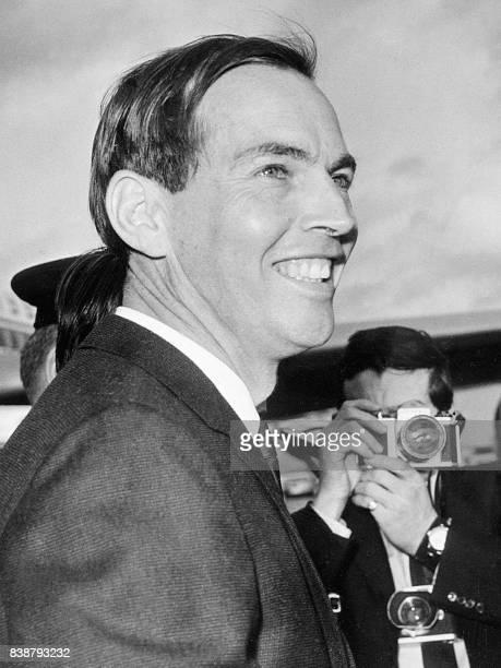 Photo datée du 27 décembre 1967 à Londres du Dr Christiaan Barnard Le 03 décembre 1967 à l'hôpital Groote Schuur au Cap un jeune médecin sudafricain...
