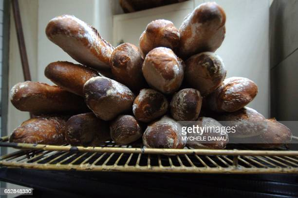 Photo de baguettes prise le 27 août 2007 chez un boulanger à Caen Le prix du pain devrait de nouveau augmenter légèrement à la rentrée tant chez les...