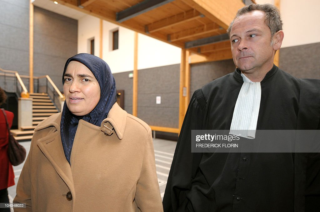 - Photo de Zoulaikha Gharbi (L) arrivant avec son avocat Me Eric Plouvier le 15 décembre 2008 au Palais de justice de Strasbourg. Zoulaikha Gharbi est la victime d'un ancien vice-consul de Tunisie à Strasbourg, Khaled Ben Saïd, qui sera jugé par défaut le 23 septembre 2010 par la cour d'appel de Nancy, accusé d'avoir commis des actes de tortures et de barbarie en 1996 en Tunisie. M. Ben Saïd, 48 ans, avait été condamné par défaut à huit ans d'emprisonnement en 2008 par la Cour d'assises du Bas-Rhin à Strasbourg, où il était en poste en 2001.