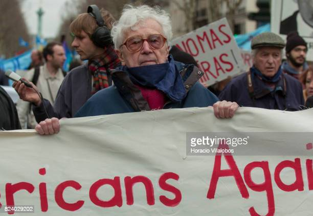 US photo editor John G Morris demonstrates against the invasion of Iraq by USA on March 20 2004 in Paris France The outstanding photojournalist who...