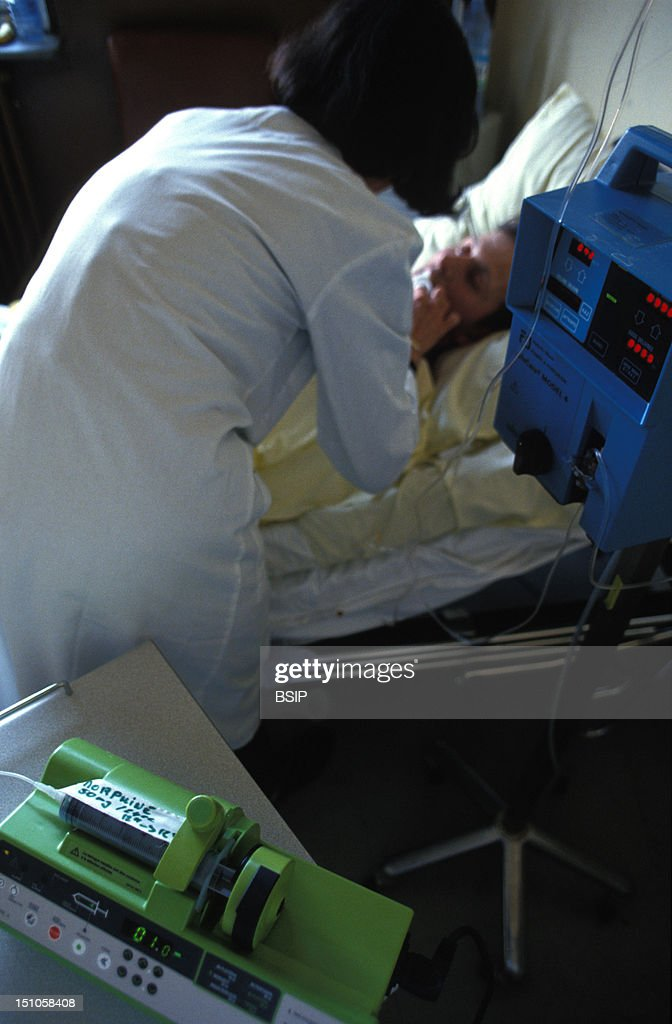 treatment for pain pictures getty images photo essay for press only hospital pitie salpetriere paris mobile unit of supportive and