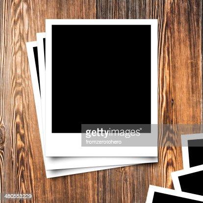 Marco de fotos en fondo de textura de madera y estilo vintage : Foto de stock