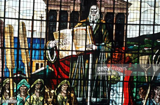 SPAIN STAINED GLASS SHOWING THE ANCIENT CONSTITUTION OF THE BASQUE COUNTRY AT GUERNICA Photo © Julio Etchart CDREF00638