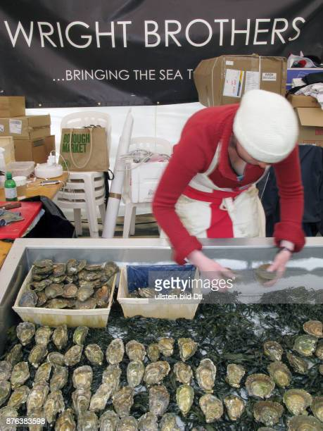 UK OYSTERS STALL AT THE LONDON FESTIVAL Photo © Julio Etchart CDREF00682