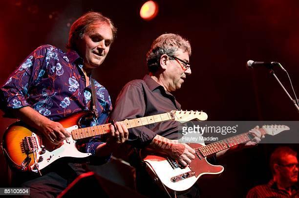 INDIGO2 Photo of 10CC and Rick FENN and Graham GOULDMAN Rick Fenn and Graham Gouldman peforming live onstage