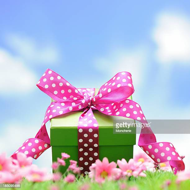Photo of a gift box with pink polka dot ribbons
