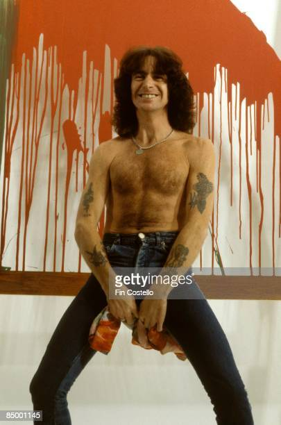 CAMDEN Photo of AC DC and AC/DC and Bon SCOTT Bon Scott posed studio