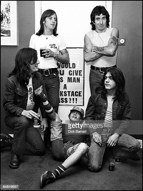 Photo of AC/DC LR Mark Evans Phil Rudd Angus Young Bon Scott Malcolm Young posed group shot at press reception in WEA offices