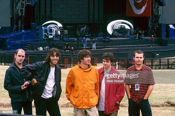 Photo of Alan WHITE and Paul Bonehead ARTHURS and Paul Guigsy McGUIGAN and Liam GALLAGHER and OASIS Posed group shot backstage LR Paul 'Bonehead'...