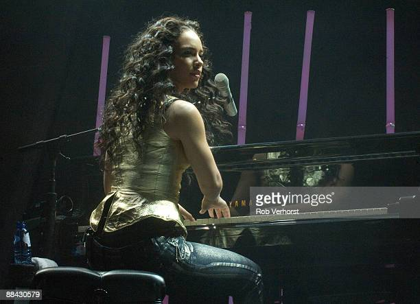 AHOY Photo of Alicia KEYS Alicia Keys performing on stage playing piano