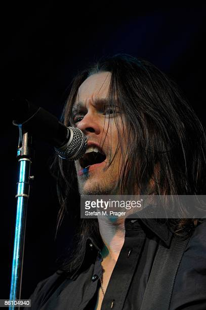 TONHALLE Photo of ALTER BRIDGE and Myles KENNEDY Myles Kennedy performing on stage