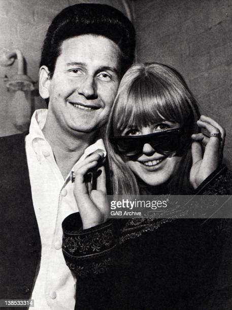 Photo of American singer and guitarist Roy Orbison posed with English singer Marianne Faithfull circa 1965