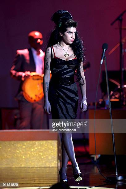 COURT Photo of Amy WINEHOUSE Amy Winehouse performing on stage