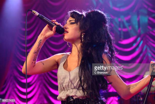 S BUSH EMPIRE Photo of Amy WINEHOUSE Performing live on stage