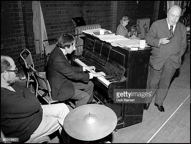 Photo of Andre Previn with LR Johnny Mercer and JB Priestley at 'Good Companions rehearsals London 1974