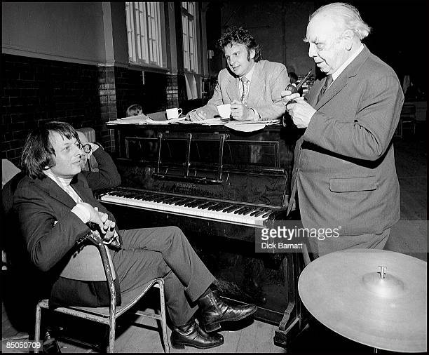 Photo of Andre Previn with LR Johnny Mercer unknown and JB Priestley at 'Good Companions rehearsals London 1974