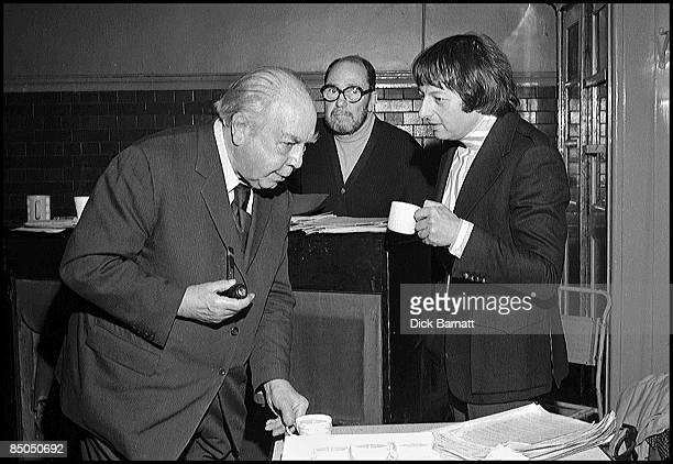 Photo of Andre Previn with RL Johnny Mercer and JB Priestley at 'Good Companions rehearsals London 1974