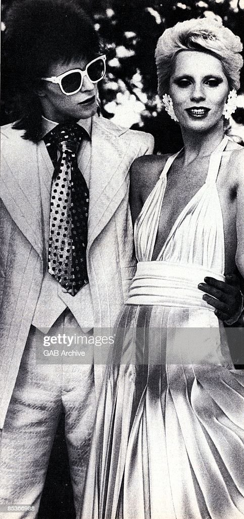 Photo of Angie BOWIE and David BOWIE; posed with <a gi-track='captionPersonalityLinkClicked' href=/galleries/search?phrase=Angie+Bowie&family=editorial&specificpeople=679525 ng-click='$event.stopPropagation()'>Angie Bowie</a>, c.1973/1974