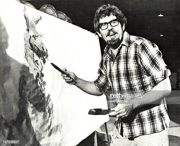 Photo of Australian singer and painter Rolf Harris painting a kangaroo circa 1970