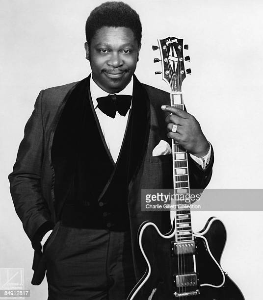 Photo of BB KING Posed with guitar