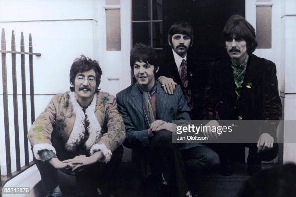 Photo of BEATLES John Lennon Paul McCartney Ringo Starr George Harrison posed group shot outside Brian Epstein's Belgravia house for Sgt Pepper launch