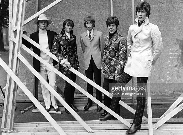 Photo of BEE GEES L to R Colin Petersen Maurice Gibb Robin Gibb Vince Melouney Barry Gibb