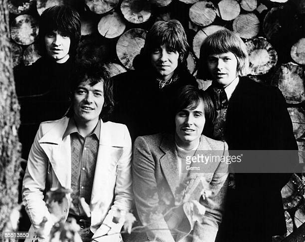 Photo of Bernie CALVERT and Tony HICKS and HOLLIES and Allan CLARKE and Terry SYLVESTER and Bobby ELLIOTT LR Terry Sylvester Tony Hicks Bobby Elliott...