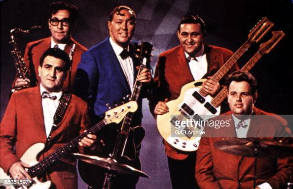Photo of Bill HALEY Group portrait with the Comets