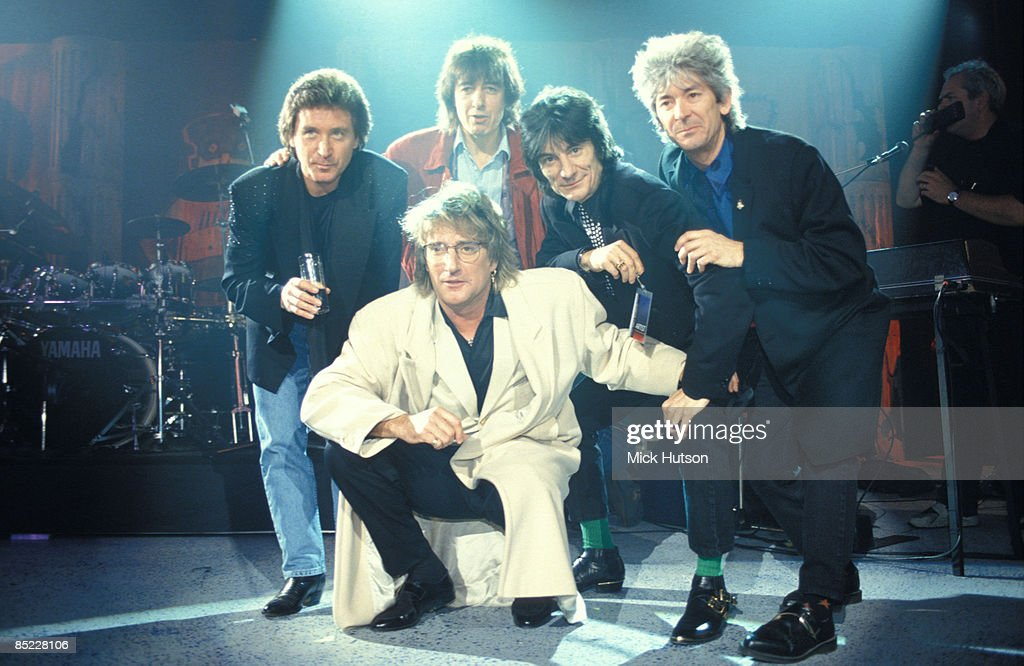 PALACE Photo of Bill WYMAN and Ronnie WOOD and Ron WOOD and Rod STEWART and Kenney JONES and Ian McLAGAN and FACES, Back row L-R: Kenney Jones, Bill Wyman, Ron Wood (Ronnie Wood), Ian McLagan Front: <a gi-track='captionPersonalityLinkClicked' href=/galleries/search?phrase=Rod+Stewart&family=editorial&specificpeople=160467 ng-click='$event.stopPropagation()'>Rod Stewart</a> - posed, group shot, at Brit Awards
