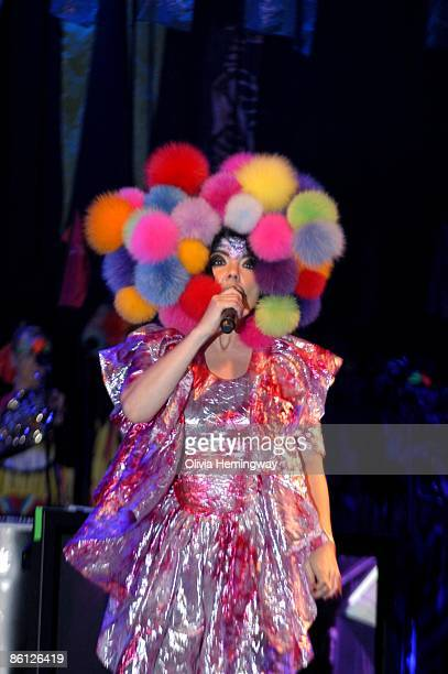 APOLLO Photo of BJORK Bjork performing on stage hat