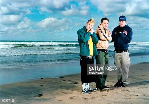 Photo of BLINK 182 and Travis BARKER and Tom DELONGE and Mark HOPPUS Posed group full length portrait LR Travis Barker Mark Hoppus and Tom DeLonge...