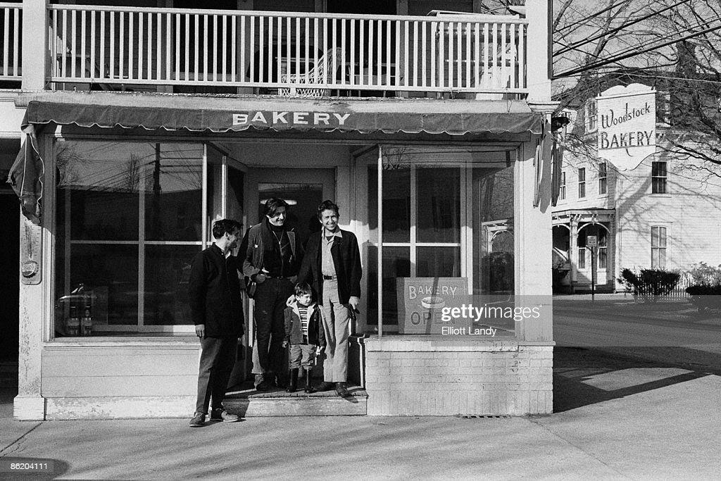 WOODSTOCK Photo of Bob DYLAN outside the bakery in Woodstock