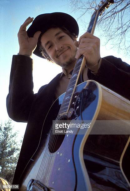 WOODSTOCK Photo of Bob DYLAN posed Nashville Skyline cover shoot