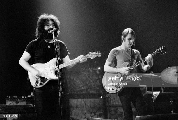 Photo of Bob WEIR and Jerry GARCIA and GRATEFUL DEAD LR Jerry Garcia and Bob Weir performing live onstage