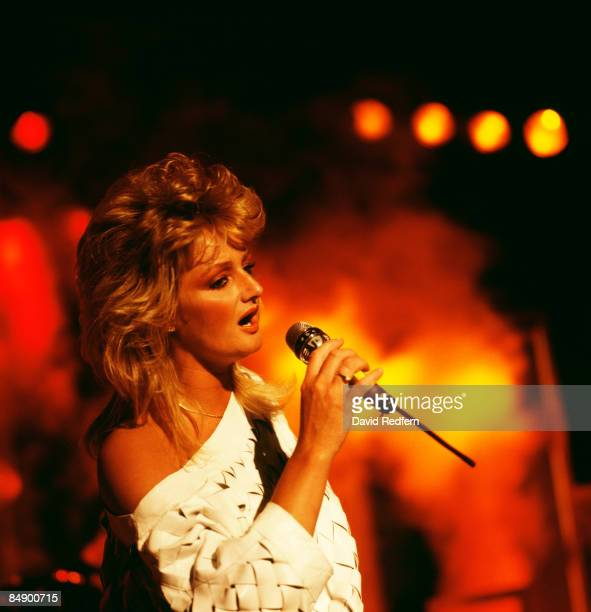 FESTIVAL Photo of Bonnie TYLER Bonnie Tyler performing on stage
