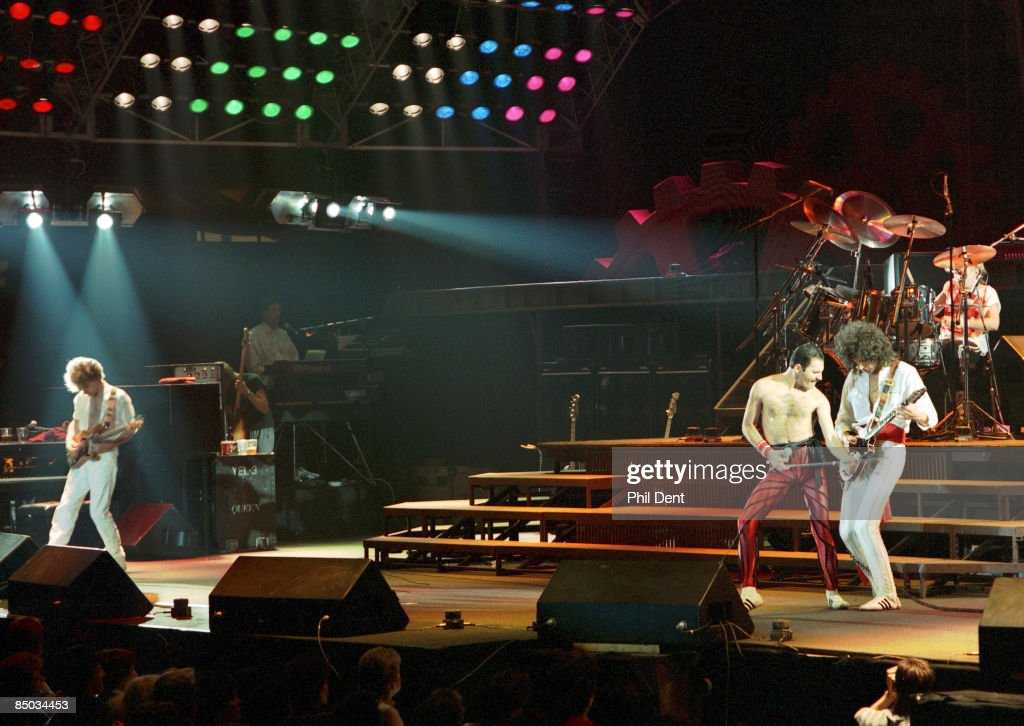 ARENA Photo of Brian MAY and Freddie MERCURY and John DEACON and QUEEN LR John Deacon Freddie Mercury Roger Taylor Brian May performing live on stage