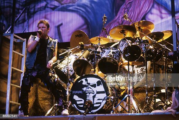 VISTALEGRE Photo of Bruce DICKINSON and IRON MAIDEN Bruce Dickinson performing live onstage